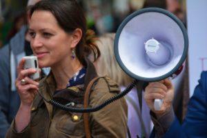 Mutiger öffentlich sprechen_Klinikkonflikte_Klinik Coach_Ärztecoach_Heike Beck-Cobaugh